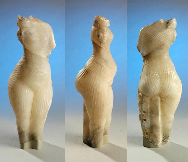 Амарнская принцесса. Шон Гринхолш (1961). Продана британскому Bolton Museum в 2003-м году за 440 тысяч фунтов стерлингов под видом египетской статуи Амарнского периода (1351—1334 до н. э.).