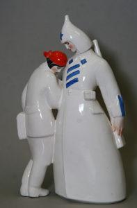 Фарфоровая статуэтка «Дан приказ». В. Щербина. 1963.