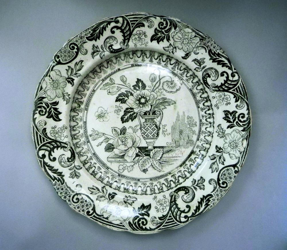 Тарелка с натюрмортом. Белотин. 1870-80-е гг. Коллекция Г. Браиловского