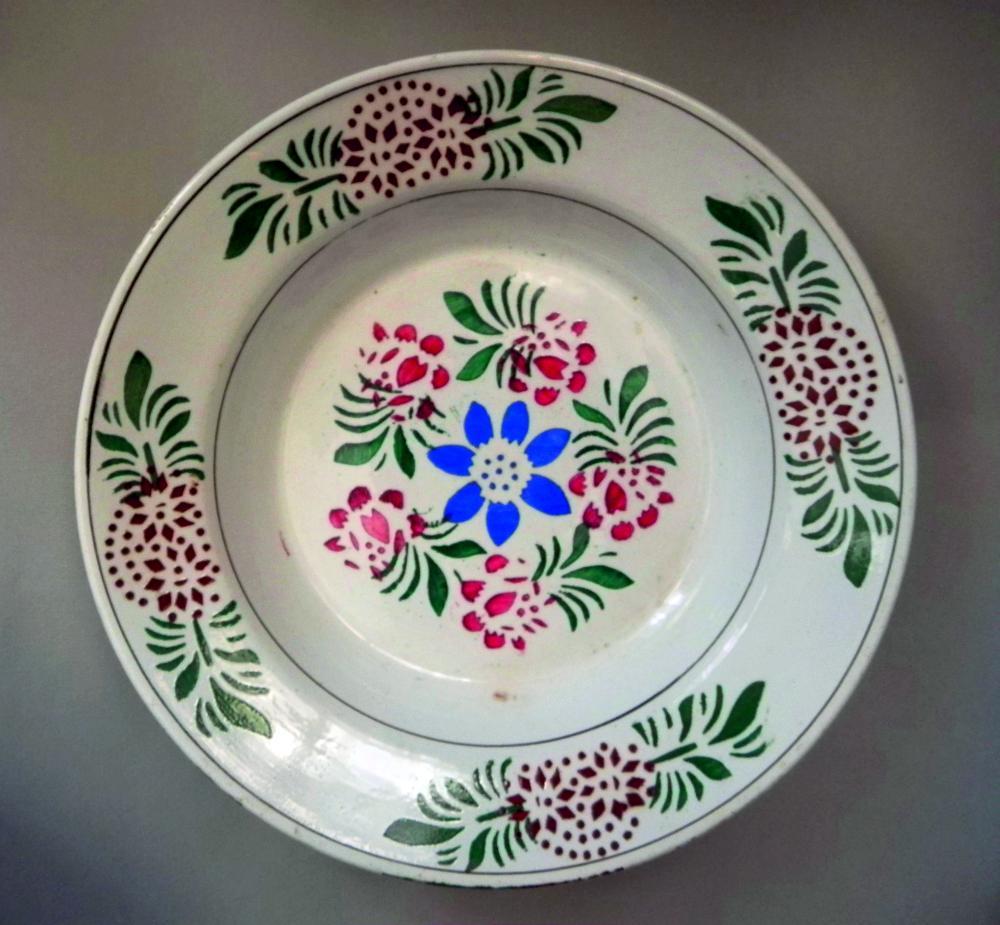 Тарелка. Славута, 1910-е гг. Коллекция Г. Браиловского