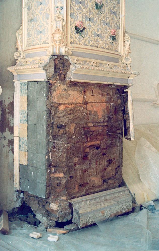 Печь в Доме с Химерами Владислава Городецкого (до реставрации)