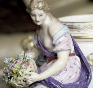Фрагмент отреставрированной фарфоровой вазы