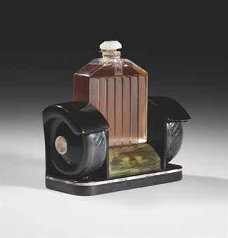 "Флакон для парфюма 'Rolls Royce' фирмы ""Marcel Guerlain"". 1926. Сhristies, март 2011. - $31 тыс."