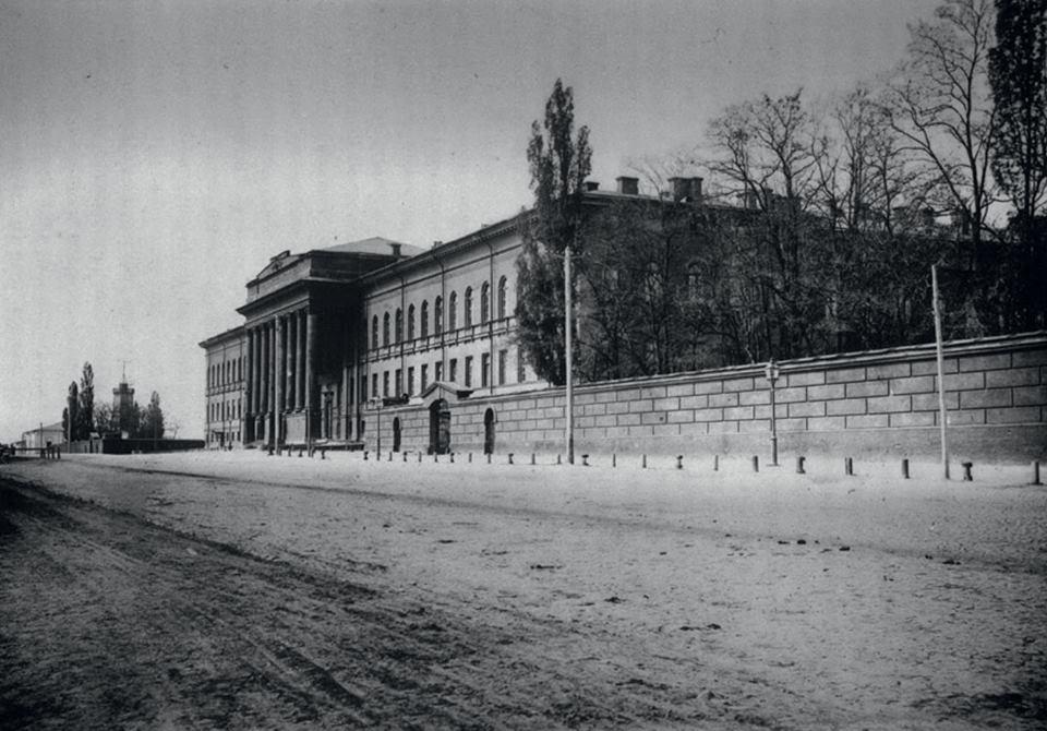 Киевский университет св. Владимира, в котором учились многие представители семьи Терещенко. Они также материально поддерживали нуждающихся студентов университета