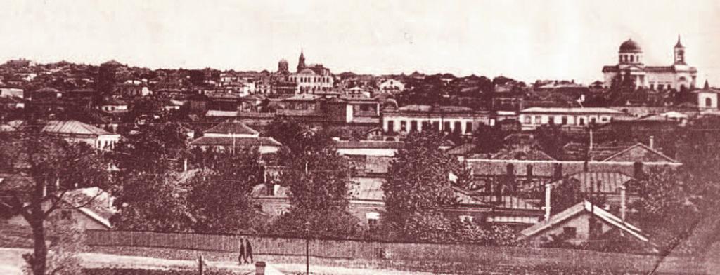 Панорама старого города. Справа—Николаевский собор, перед ним Успенская церковь, в центре—Воскресенская церковь