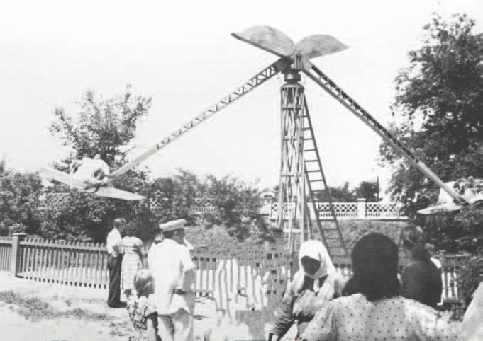 Аттракцион в парке имени 1 Мая. Фото начала 1960-х гг.