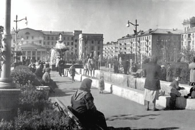 Сквер возле обкома. Фото начала 1960-х гг.