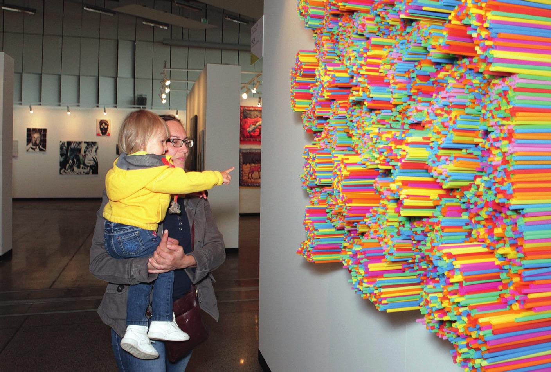 Фото с ярмарки современного искусства Art Vilnius