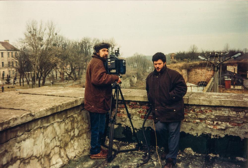 На внешней обводной стене Дубенского замка с оператором Виктором Кабаченко («1+1», «Телемания», рубрика «Ucrania», зима 1997–1998 гг.)