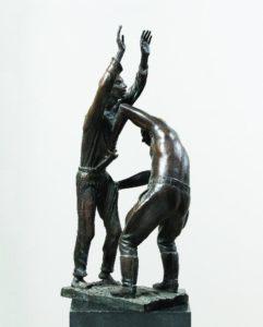 Б. Довгань. Шмон (Архипелаг ГУЛАГ). 1968. Бронза, патина. Выс. 52,5см