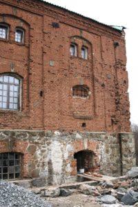 Наружная стена мельницы-папирни в ходе реставрации. Фото 2007 г.