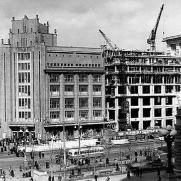 Реконструкция ЦУМа. Фото 1956 г. Воспроизводится по: Киев, 1943–1970. Фотоальбом. — К.: Скай Хорс, 2008.