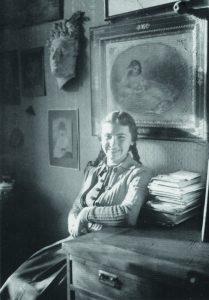 Катерина Кричевская в своей комнате в доме по ул. Мельника. Киев. 1940