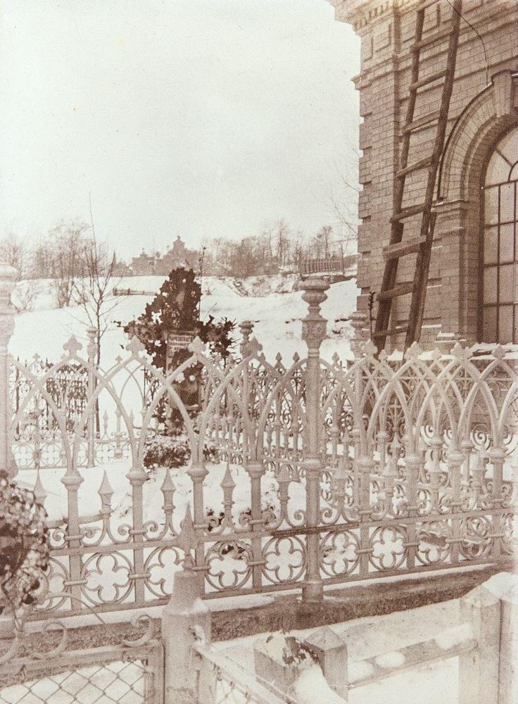 Могила П. В. Чарковского на Новом Байковом кладбище. 1900 г.