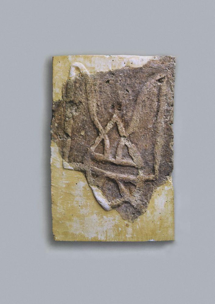 Плинфа X в. сизображением тризуба израскопок В.Хвойки на территории Десятинной церкви (1907). Исследования финансировались Б.И. и В.Н.Ханенко