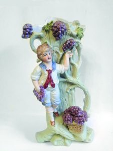 Илл.2. Вазочка «Юный виноградарь». Модель №49. Частное собрание