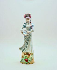 Илл.8. Девушка вмантилье скорзиной цветов. Модель №97. Частное собрание