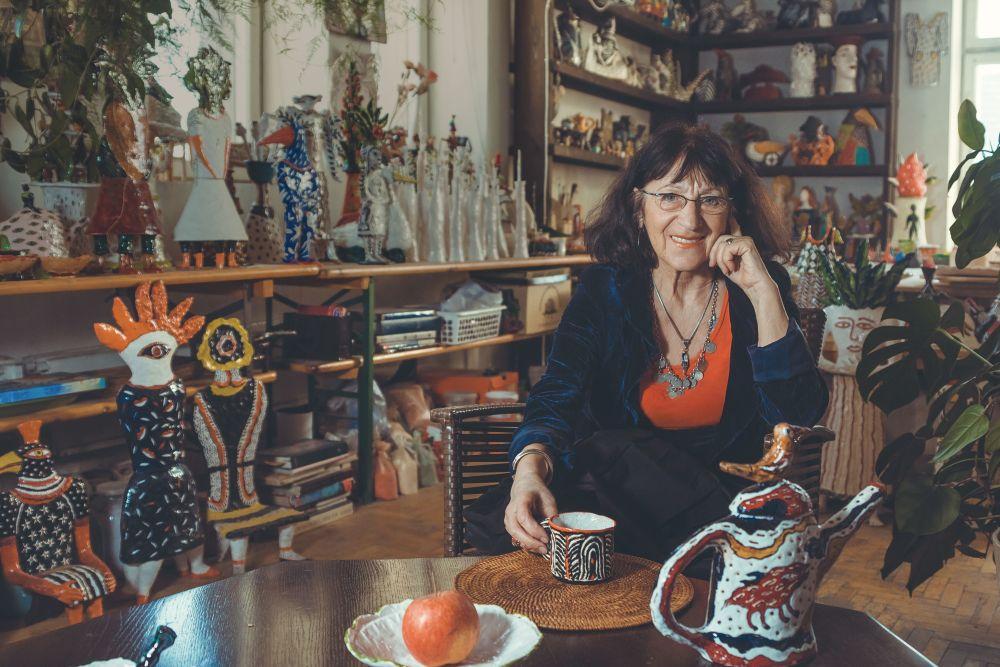 Нелли Исупова у себя в мастерской
