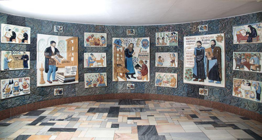 Панно «Первопечатники» навтором этаже Национальной библиотеки Украины длядетей. 1979. ФотоД.Краснова