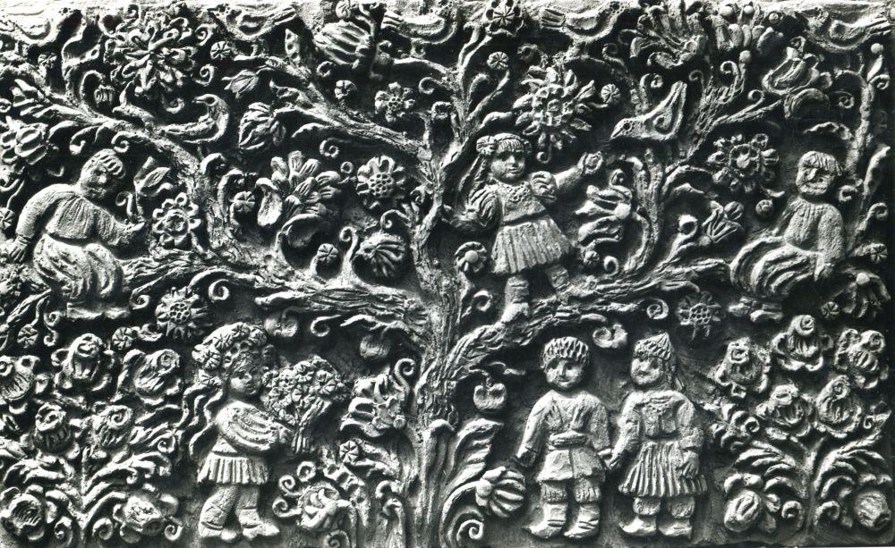 Фрагмент панно на сказочную тему (вероятно, находилось в торговом центре на пр-те Победы). 1970-е гг. Фото из архива О. Рапай