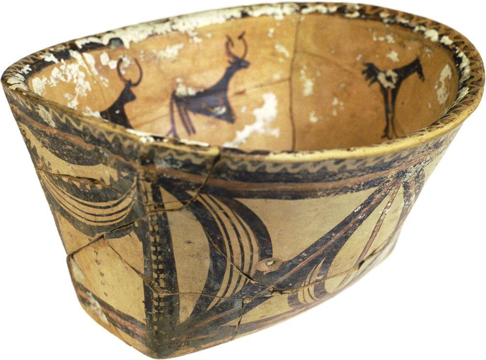 Миска овальная. Ок. 4000г. дон. э. Керамика; выс. 14,5см. Инв. № ПКП 65