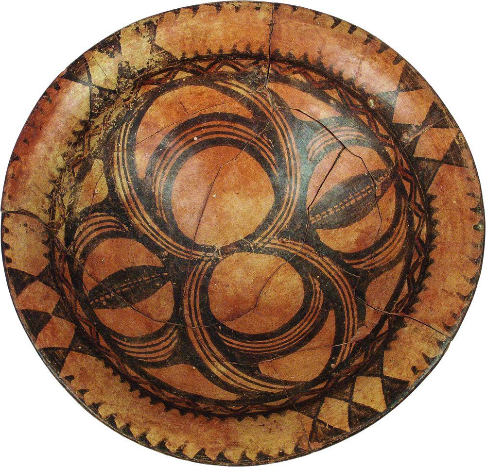 Тарелка. IV тыс. дон. э. Керамика; выс. 10,1см, диаметр 28,1см. Инв. № ПКП 195