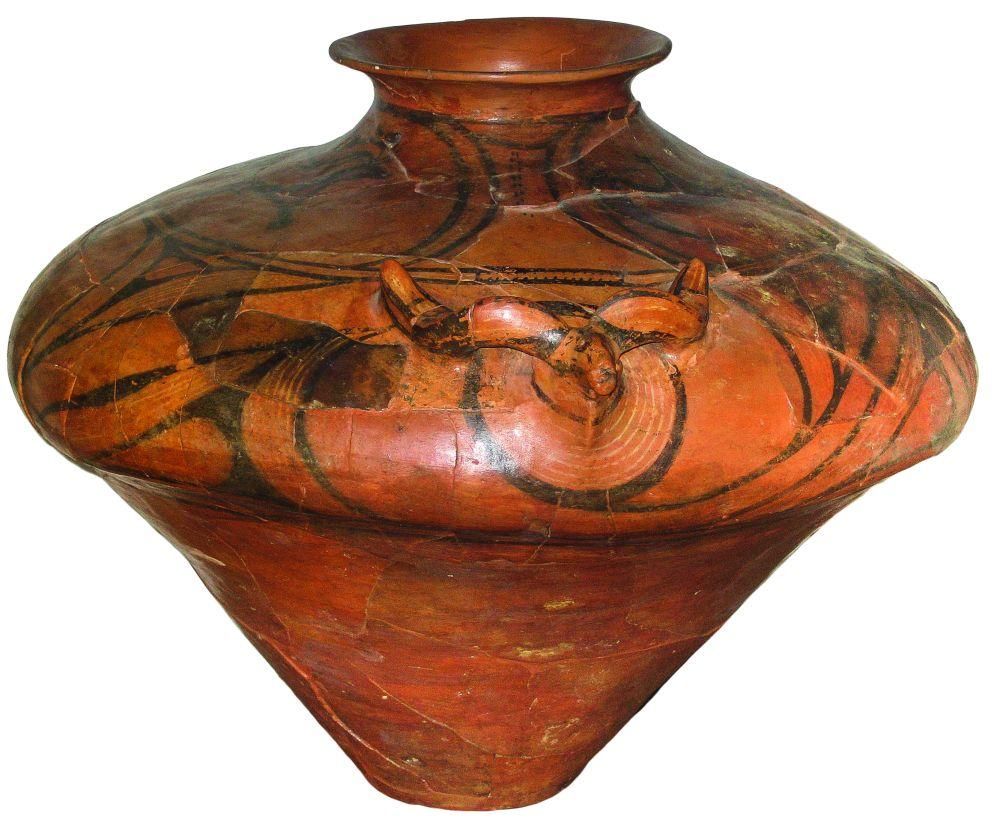 Зерновик соскульптурной головой быка. 3700–3200гг. до н. э. Керамика; выс. 120,3см. Инв. № ПКП 5951