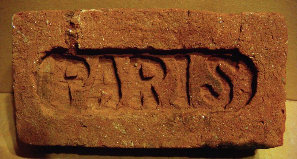 Огнеупорный кирпич — один из видов «Парижа», найденный в г. Корец (ныне Ровенская обл.)