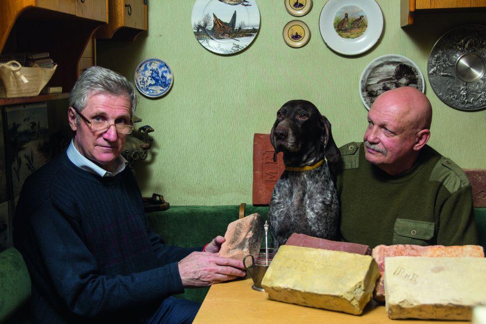 Сергей Овадчук и Леонид Гладкий со своей любимой собакой Габриэлой