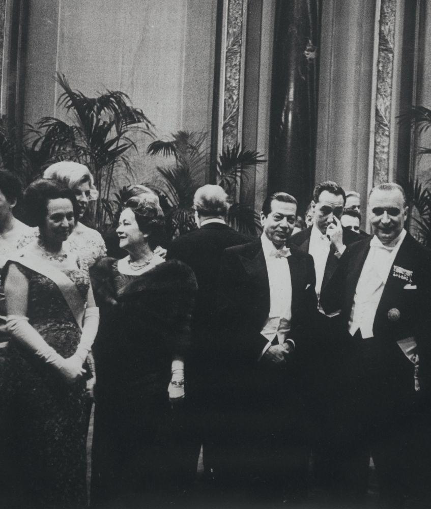 С.Лифарь смадам де Голль (слева), мадам Помпиду иЖ.Помпиду