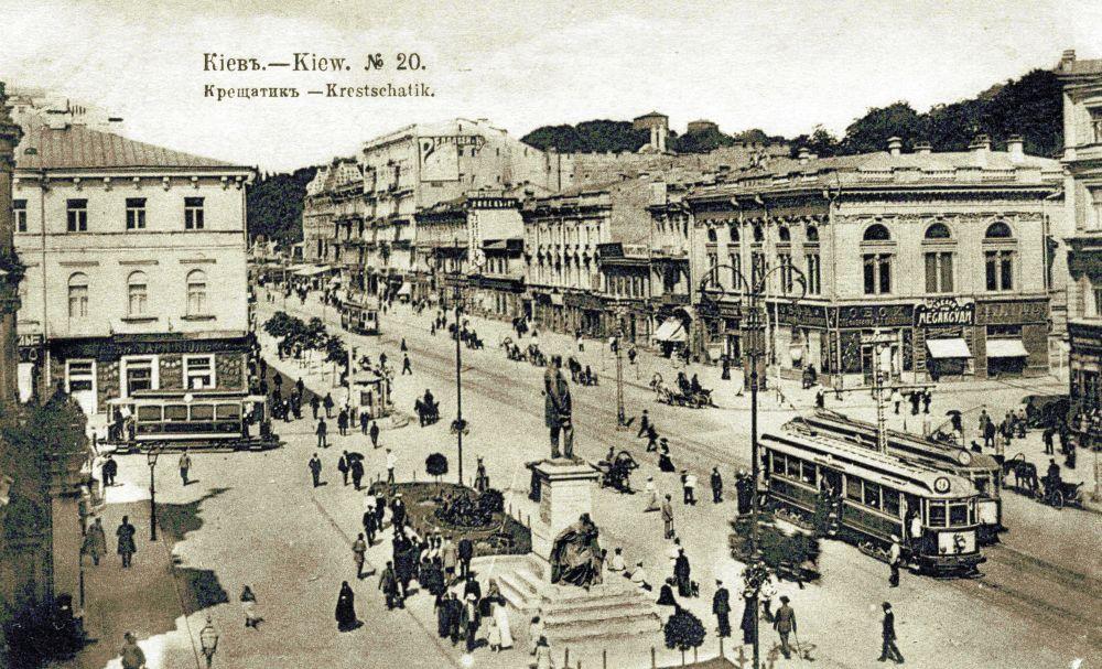 Трамвай на Думській площі. Поштова листівка початку XX ст.