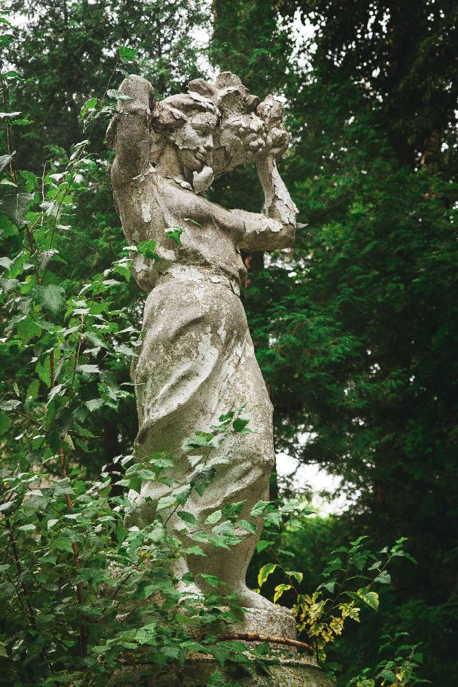 Пуща-Водица. Статуя фонтана всанатории «Труд» натерритории усадьбы Я.Каплера. ФотоД.Краснова