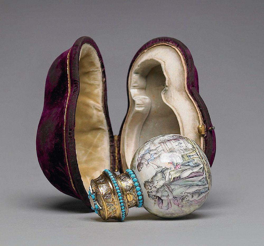 Флакон. Франция. XIXв. Металл, эмаль, позолота, бирюза. Выс. 7см. Sotheby's, октябрь 2007 —$7 тыс.
