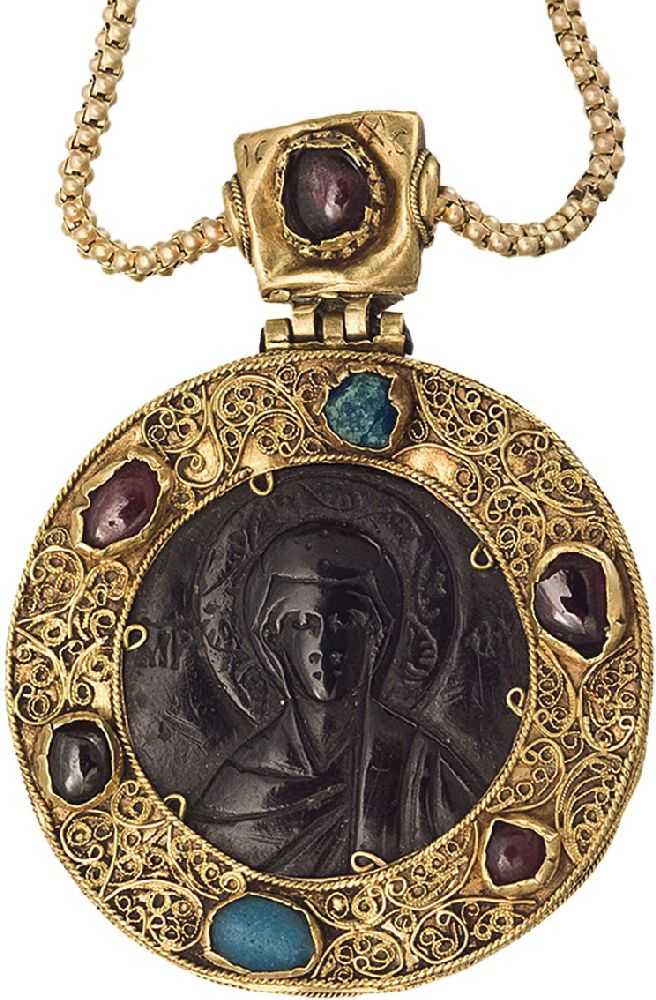 Камея сизображением Богородицы. Византия, XIIв. МИДУ, Киев