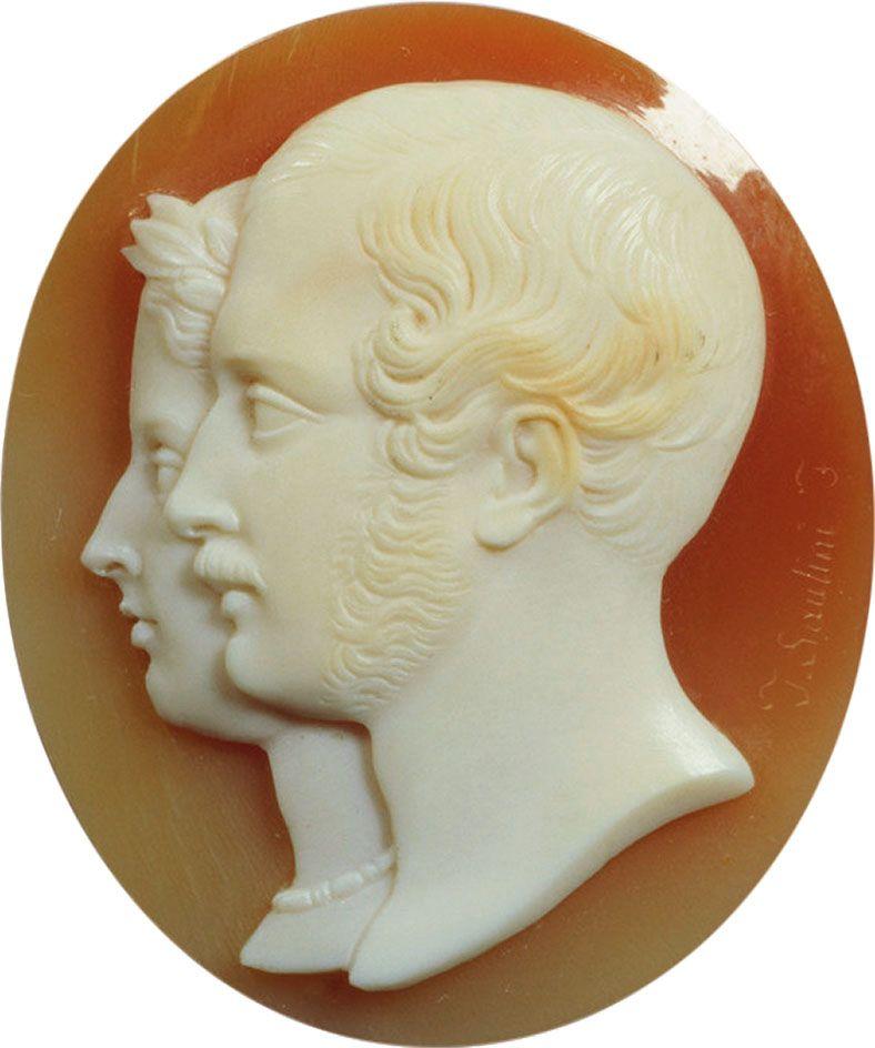 Камея, послужившая образцом длязнака Королевского ордена Виктории иАльберта. 1840–1850‑е гг.; мастер Томмазо Саулини. Royal Collection Trust