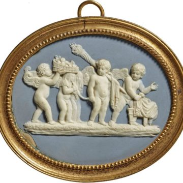 Плакетка «Свадьба Амура иПсихеи». Англия, фарфоровая мануфактура «Wedgwood & Bentley», между 1768–1780гг. Royal Collection Trust