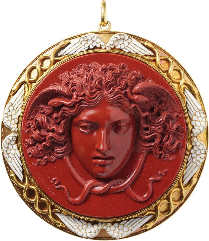 Камея «Голова Медузы». 1840–1850, мастер Бенедетто Пиструччи. Оправа 1860г. Метрополитен-музей, Нью-Йорк