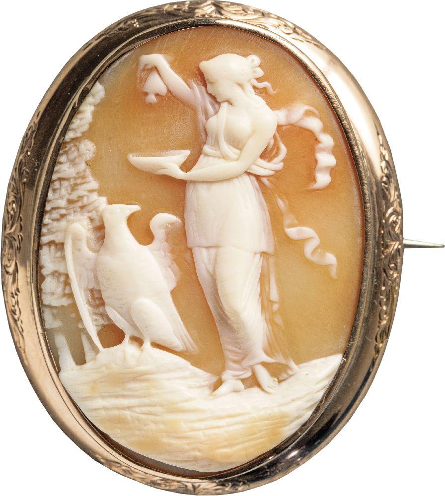 Камея «Геба». Италия, сер. XIXв.; оправа английской работы. Victoria Museum