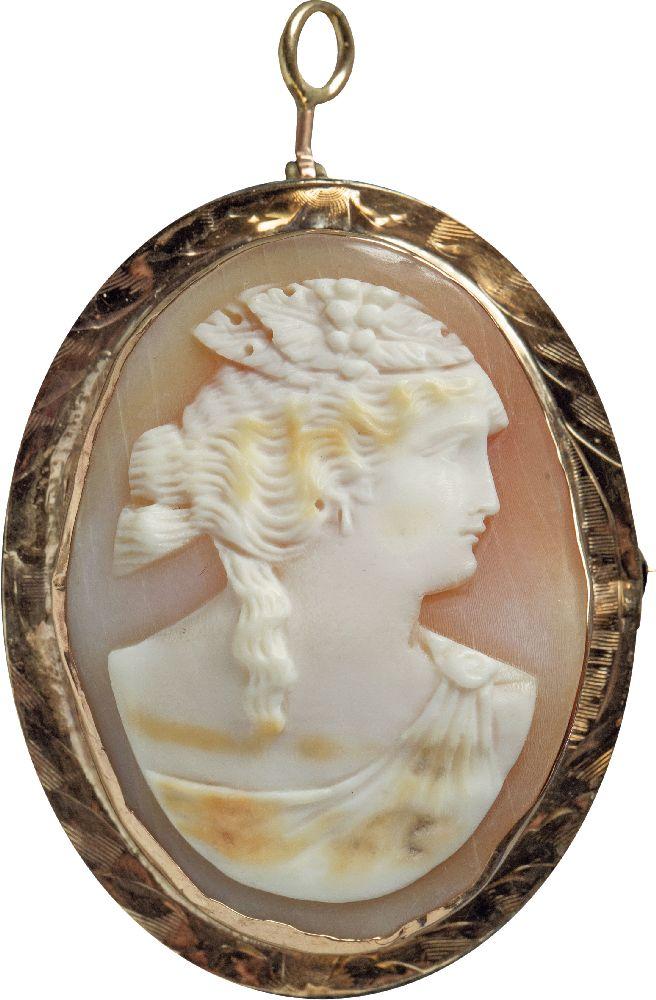Камея состилизованным женским профилем. Морская раковина. XIXв. Victoria Museum
