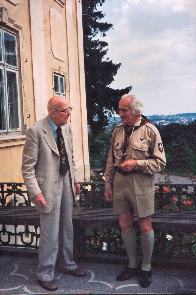 Володимир Савчак на балконі Митрополичої палати наплощі св. Юра уЛьвові. 1993
