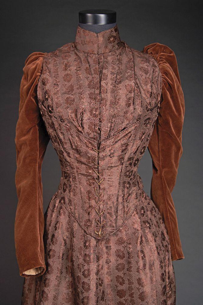 Платье с турнюром. Конец XIX в. Victoria Museum