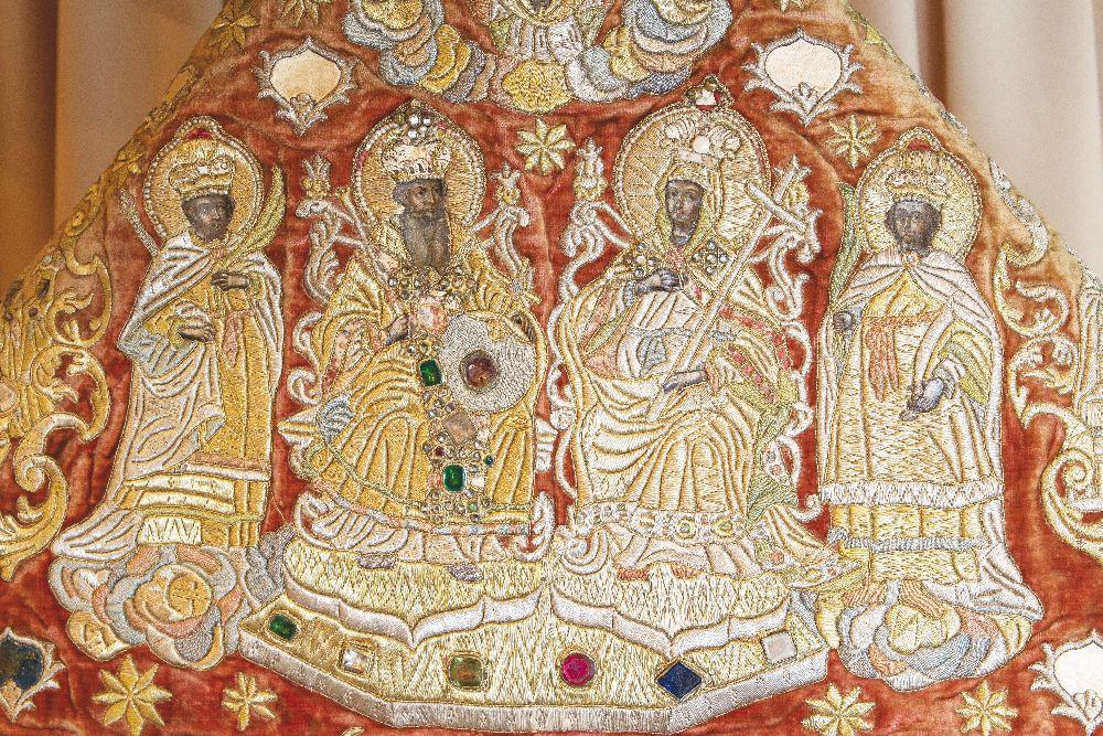 Фрагмент фелони сфигурами св. князя Владимира, княгини Ольги иСаваофа