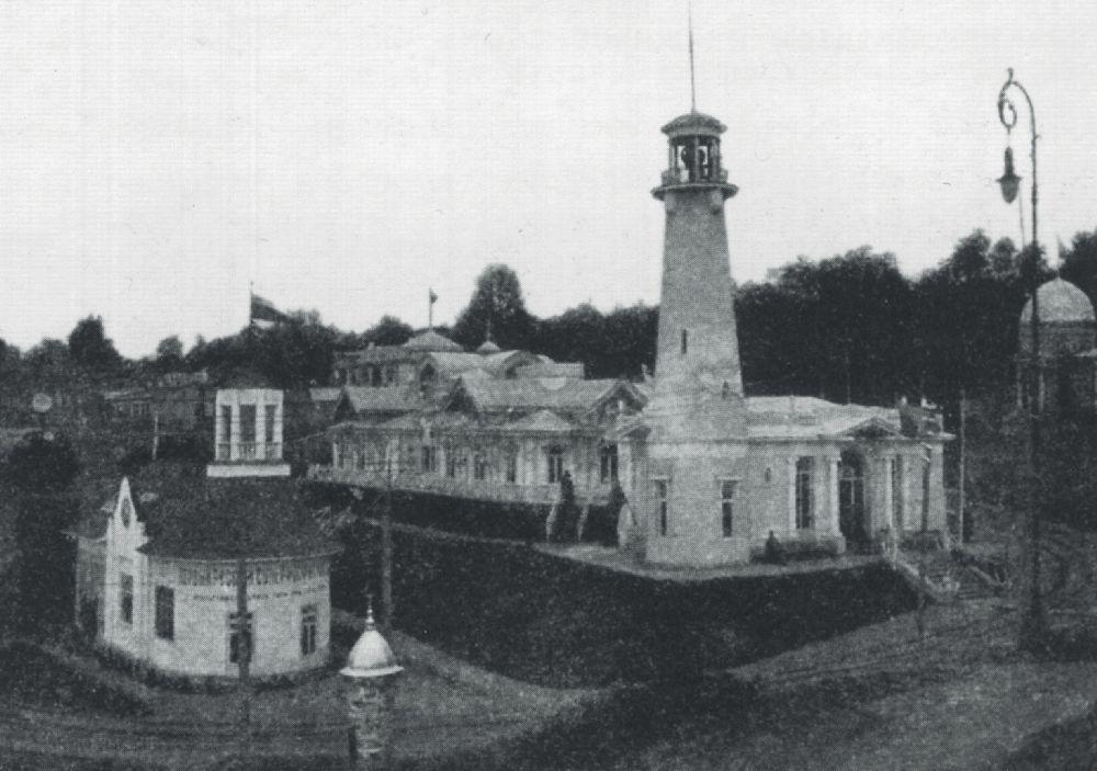 Маяк у павильона отдела судоходства. Фото 1913 г.