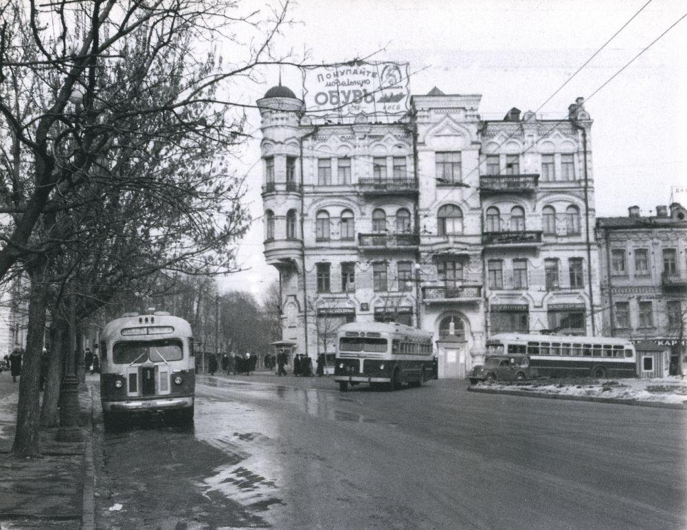 Реклама наплощади Льва Толстого. Киев. 1954