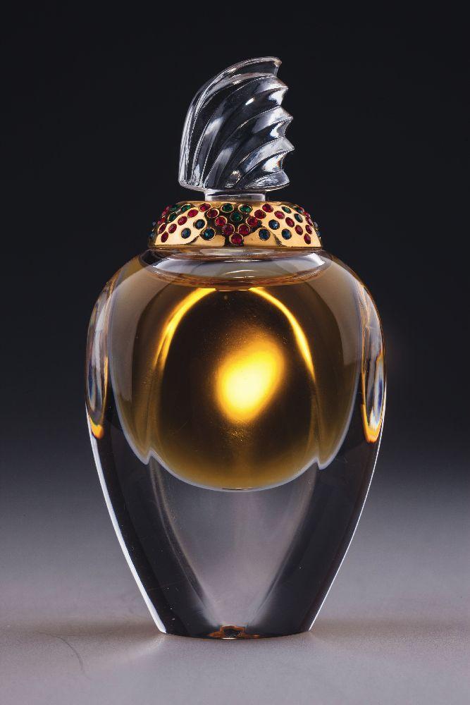 Флакон длядухов «Amarige». ДизайнС.Мансо. «Givenchy». 1990‑е гг. Одесский музей истории упаковки аромата