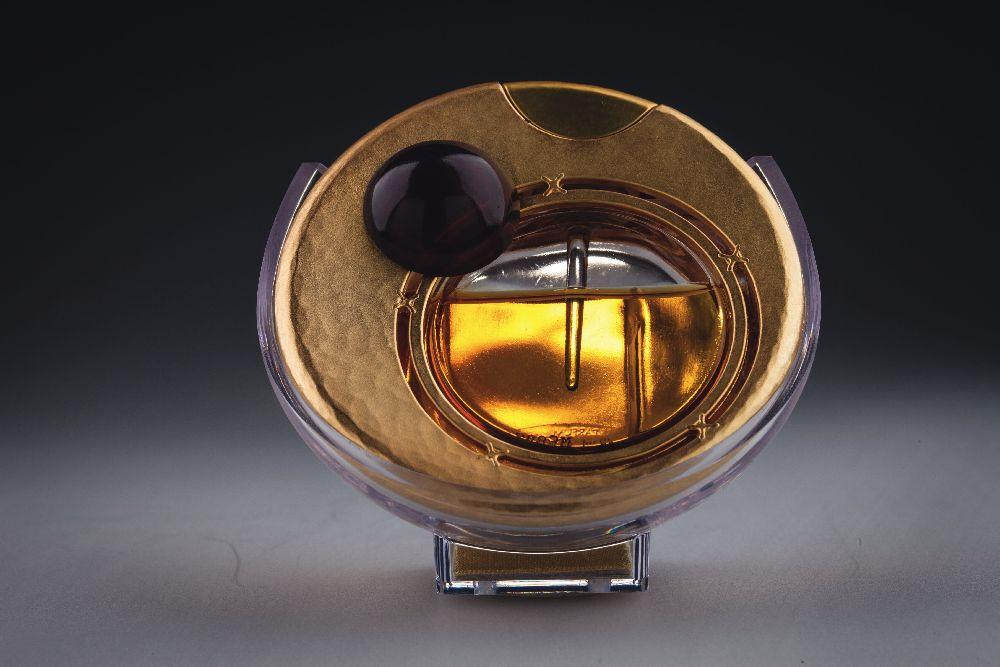 Флакон длядухов «Mahora». ДизайнР.Гранэ. «Guerlain». 2000. Одесский музей истории упаковки аромата