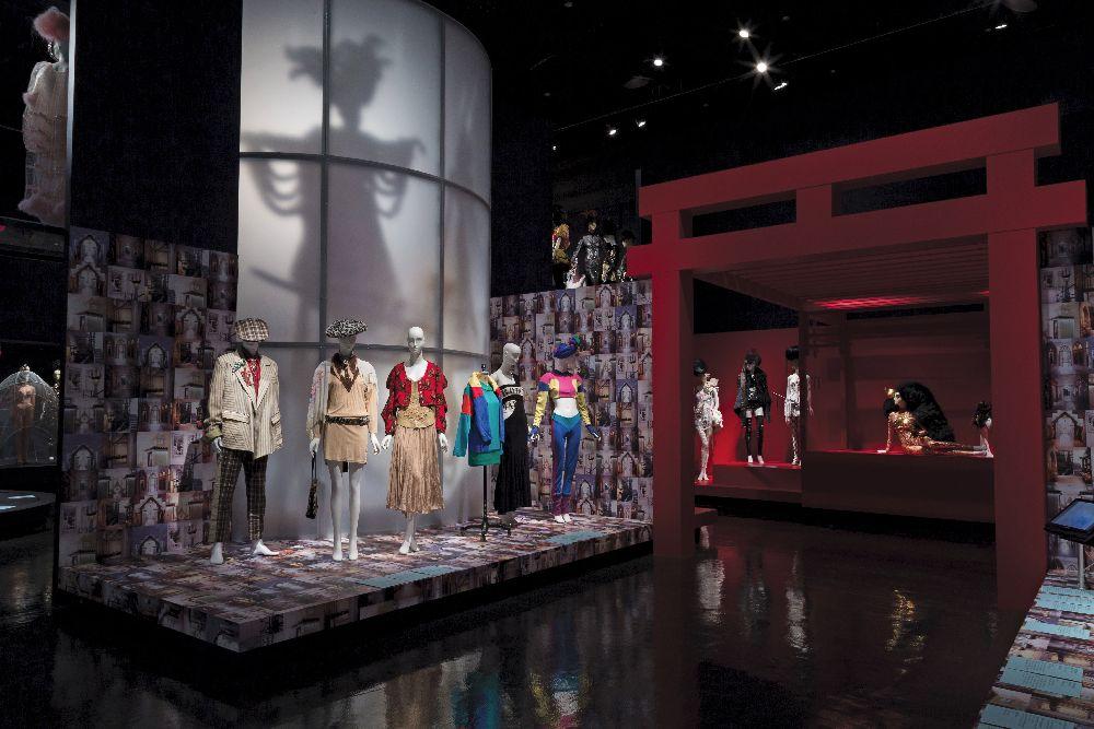 Выставка «Модный андерграунд: мир Сьюзен Барч». Музей Технологического института индустрии моды (Нью-Йорк), 2015