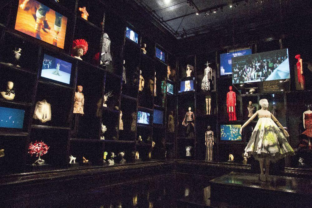Выставка «Александр Маккуин. Дикая красота». Музей Виктории и Альберта, 2015