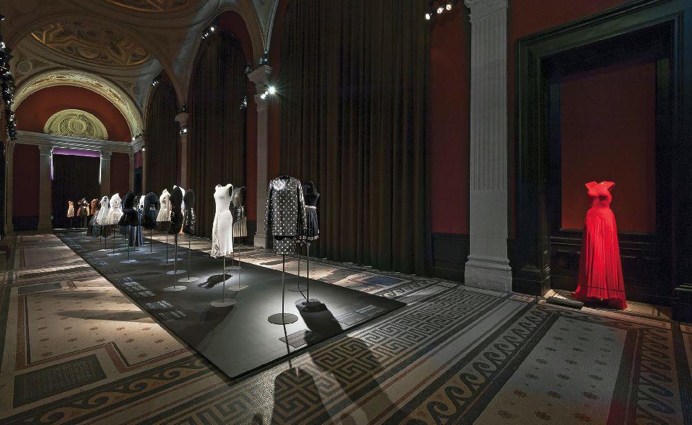 Выставка «ALAÏA». Музей моды города Парижа (Пале Гальера), 2013–2014