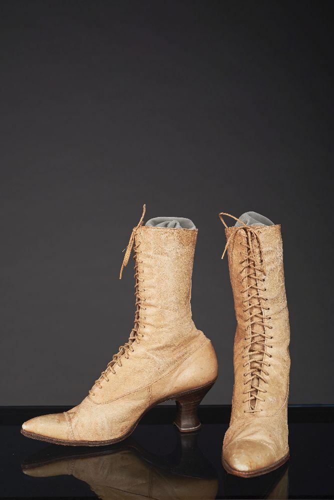 Женские кожаные ботиночки. Конец 1900-х гг. Victoria Museum Women's leather boots. Late 1900s. Victoria Museum